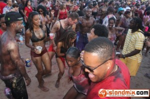 131 IMG 5658 300x199 Caesars Army IN.DE.PAINT.DANCE GOLD beach jouvert 2012 review by Feli